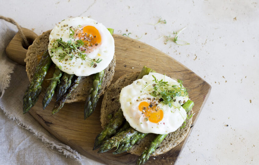 Poached Eggs with Asparagus on Rye
